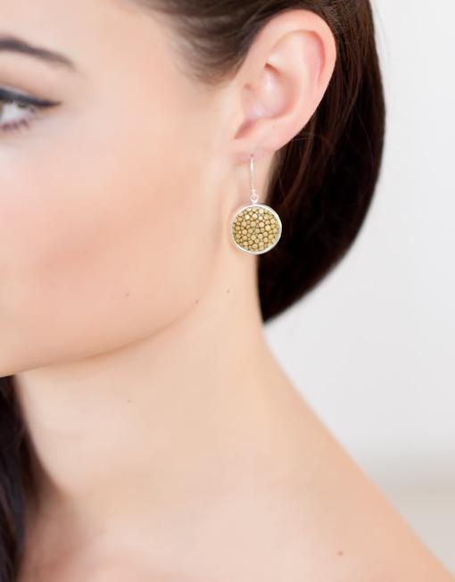 Sterling zilver oorbellen met geel roggenleer